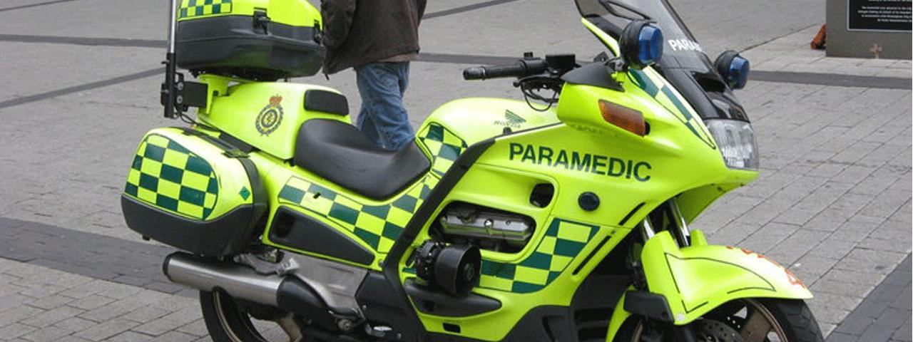 Przejazd moto-ambulansu przez Warszawę